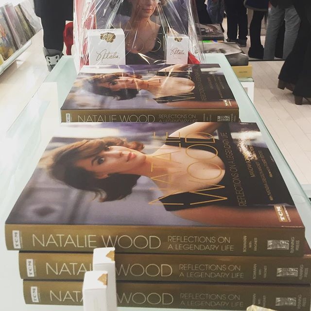 Such a wonderful time signing books at the @ronrobinson78 x @swarovski event last night! Thank you to everyone who came out!