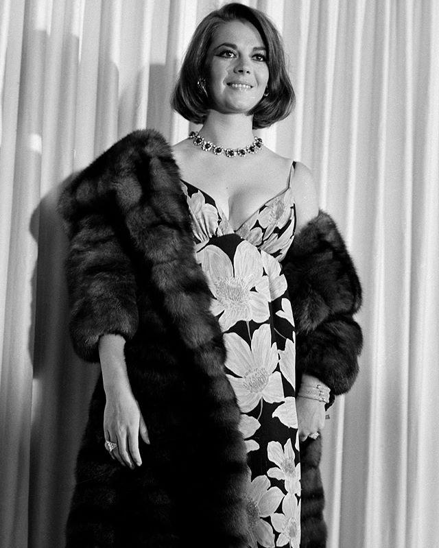 Natalie's Oscar glam look at the 38th Academy Award ceremony.