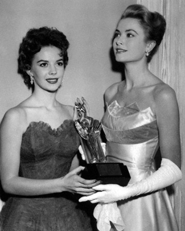 Natalie and Grace Kelly at the Oscars in 1955.