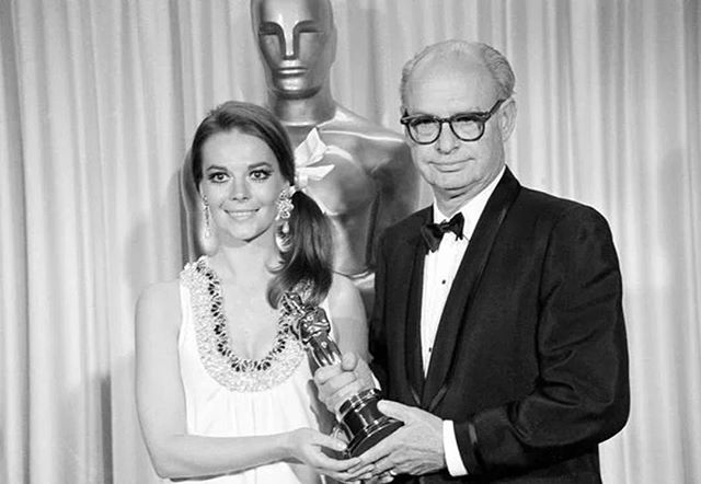 Natalie sporting a ribbon, glittery accents, and big earrings at the 1968 Oscars.