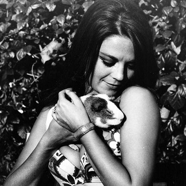 """A precious shot of Natalie on set of """"Bob & Carol & Ted & Alice"""" with a guinea pig!"""