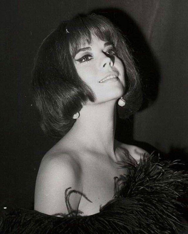 Natalie. Always chic, always stunning!