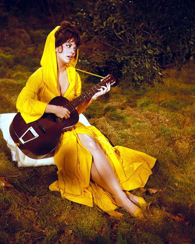 Songstress in yellow
